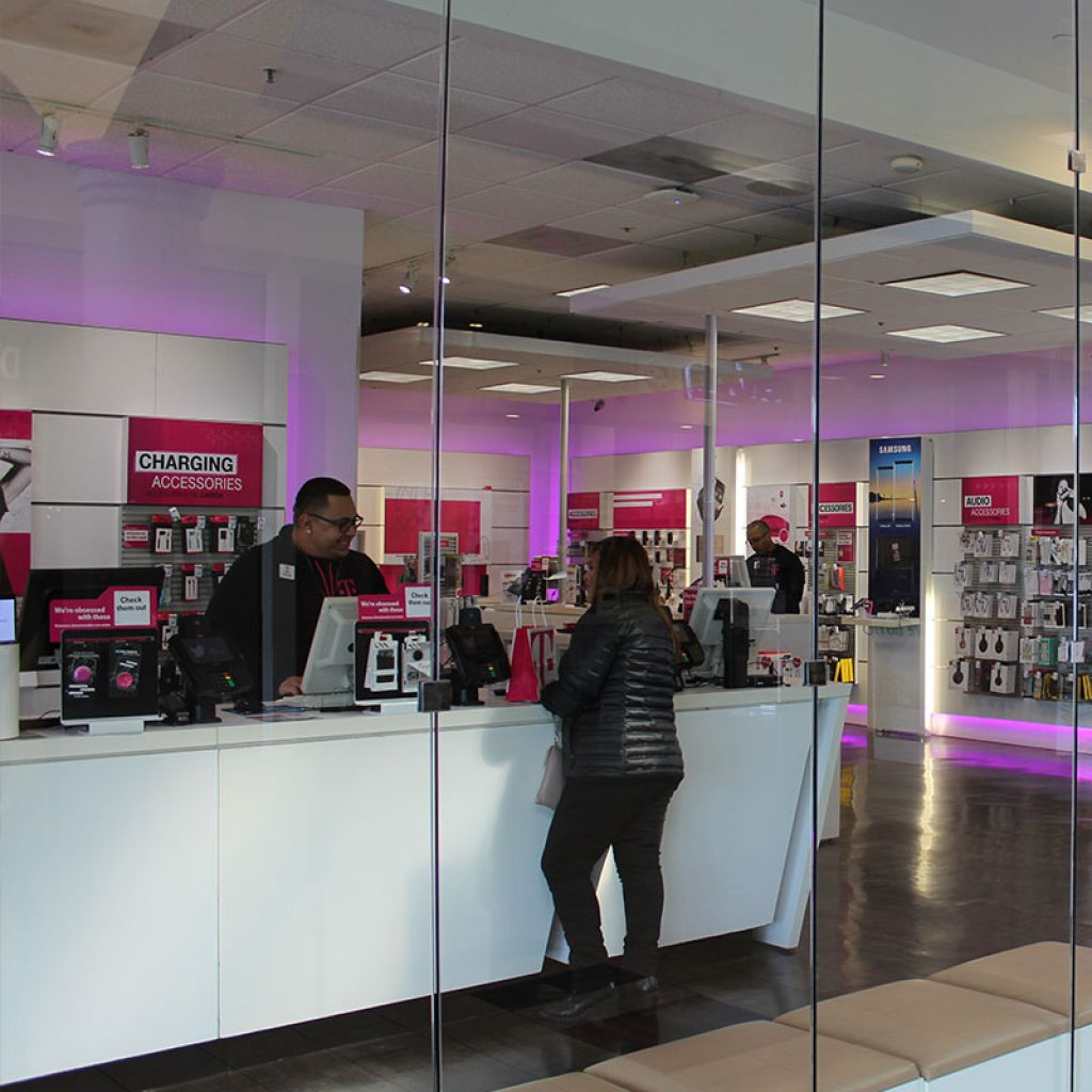 T-MOBILE – Panorama Mall